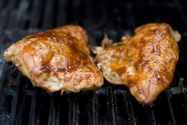 Chicken Gasgrill : Barbeque chicken on a gas grill grilling companion