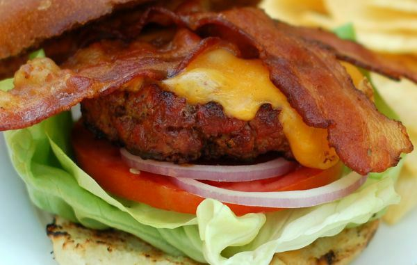 A bacon cheeseburger recipe | Grilling Companion